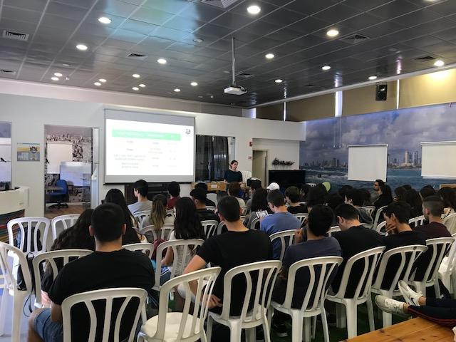 """הרצאה על זכויות הנוער בעבודה בשיתוף עם מגמת מחשבים י""""ב 2018"""