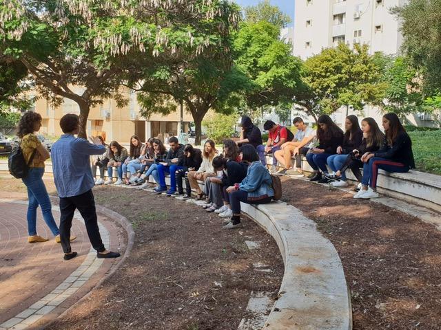 ביקור בתערוכה בגלריה קו 16 במרכז נווה אליעזר